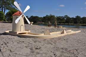 piste de mini-golf avec un moulin