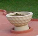 Jardinière, demi-balle de mini golf, en béton pour parcours de mini golf