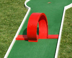 Obstacle mini golf: Looping